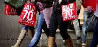 Basilicata: al via i saldi, la gente acquista nelle aree commerciali