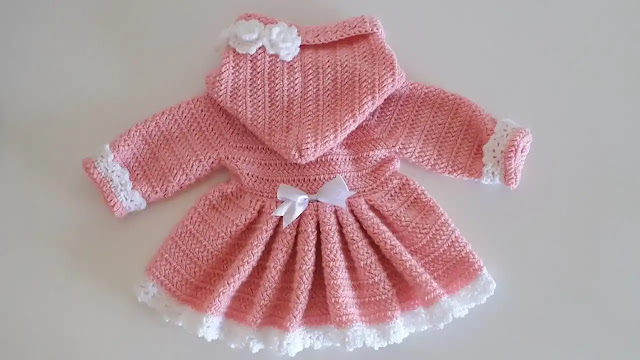 Abrigo Vestido con Capucha de Bebé a Crochet