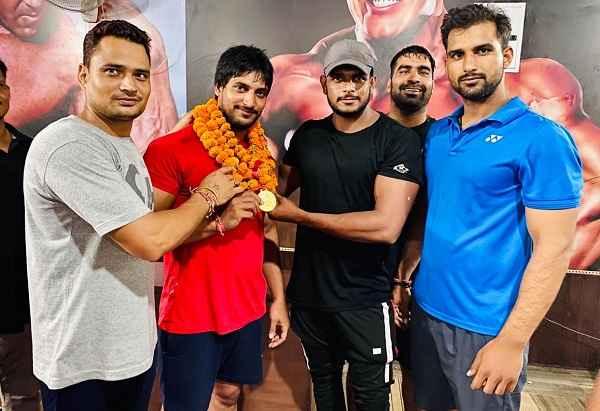 pawan-dalal-piyala-village-faridabad-win-gold-medal-weight-lifting