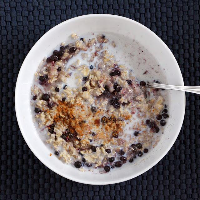 blueberry vanilla oatmeal w/cinnamon and milk