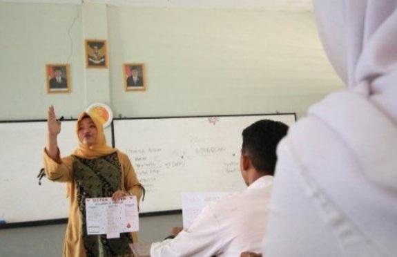 Jokowi Diminta Berikan Hak Sama Bagi Guru Honorer