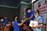 Kapolda Jambi Tutup Turnamen Bulutangkis di GOR PBSI Simpang Pulai