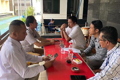 Aktivitas Drs Syafrial Bakri, SH.,MH. dan Rekan Advokat HAPI menunggu sidang di Pengadilan Negeri Karawang