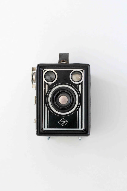 History-of-photography_camera-obscura