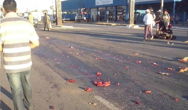Urgente  Carreta avança sinal vermelho e estraçalha motociclista na BR 364 em Ji-Paraná [IMAGENS BRUTAIS]