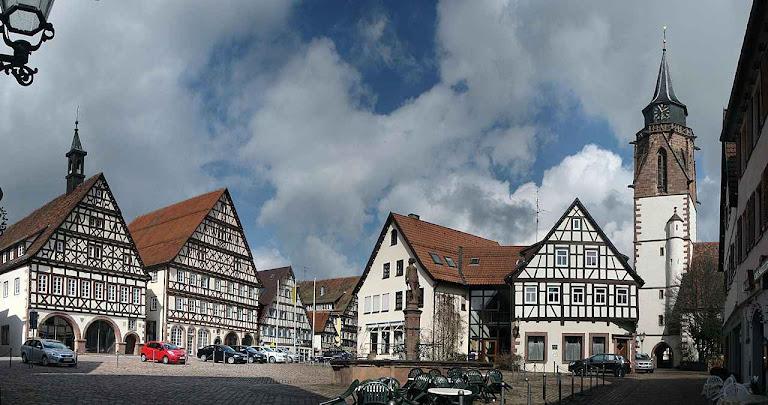 As famílias burguesas geraram verdadeiras obras primas de aconchego defendendo zelosamente a propriedade familiar. Foto: Dornstetten, Alemanha.