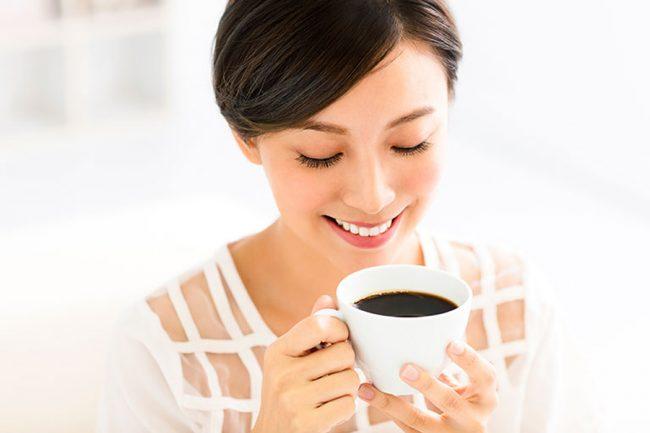 Uống 8 ly cà phê mỗi ngày có thể gây loãng xương