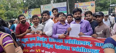 स्कूली वाहनों को जब्त करने के विरोध में शिक्षकों ने किया प्रदर्शन, परिवहन मंत्री को सौंपा ज्ञापन।