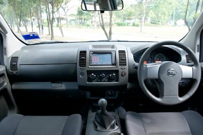Interior Nissan Frontier Navara
