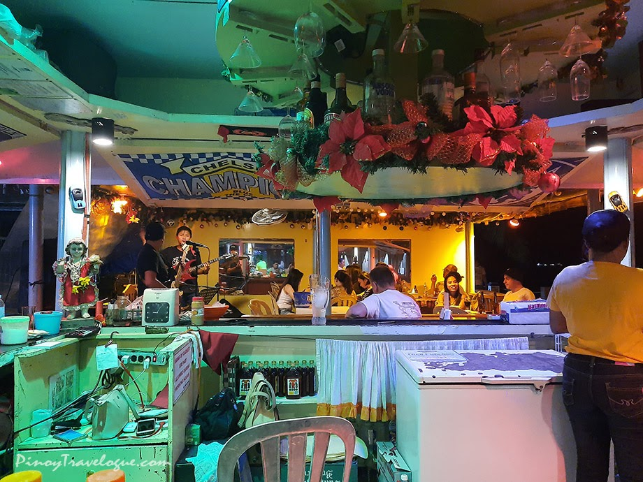 One of the bars with live band in White Beach