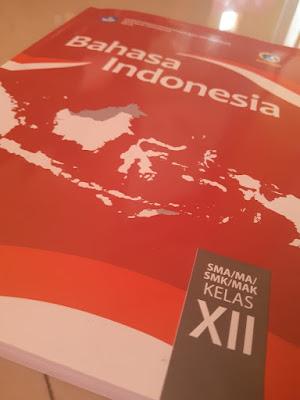 Materi dan ringkasan dalam buku bahasa Indonesia kelas 12