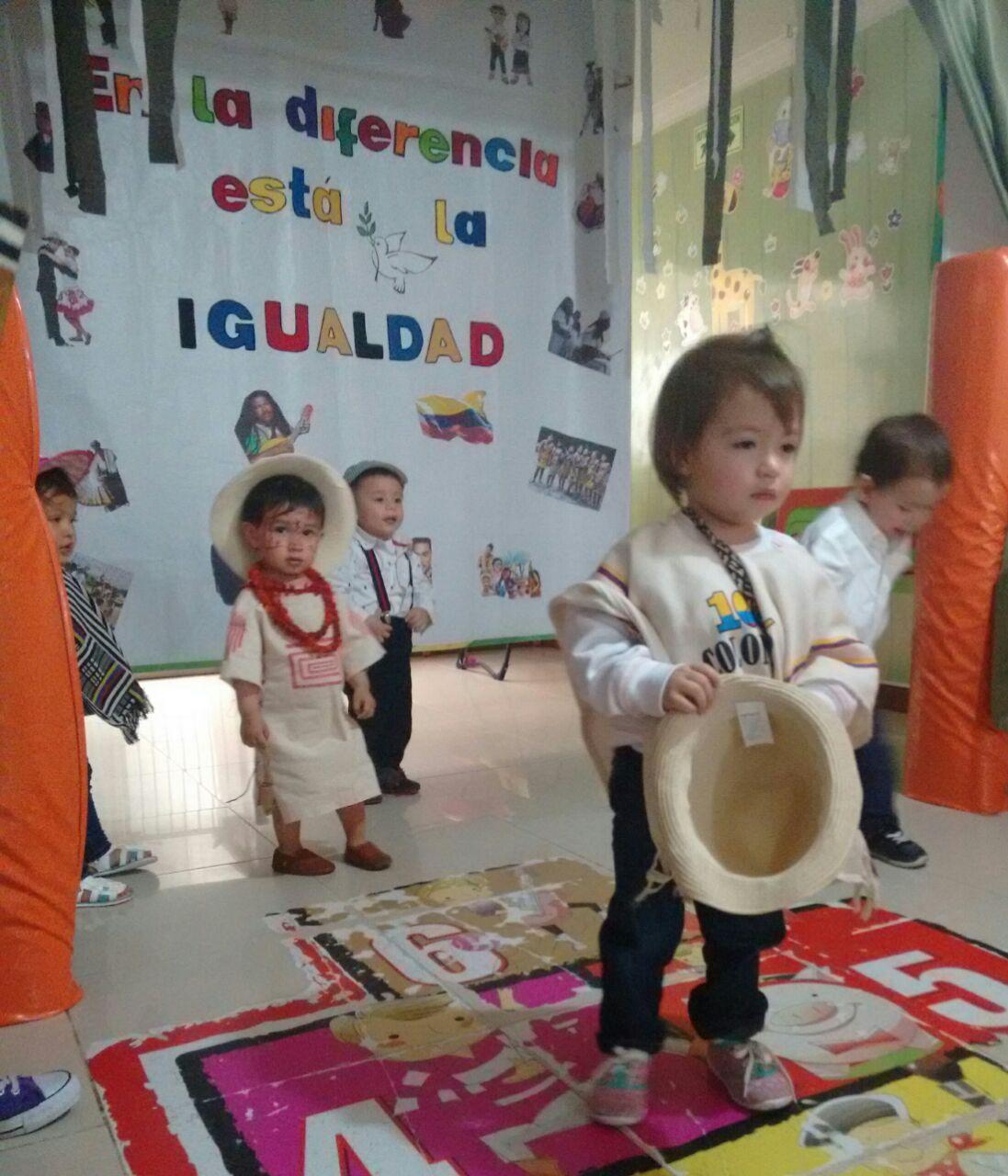 Jardin infantil creciendo feliz izada de bandera d a de for Jardin infantil serrano 78