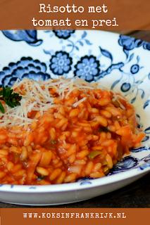 Vegetarische risotto met tomaat en prei
