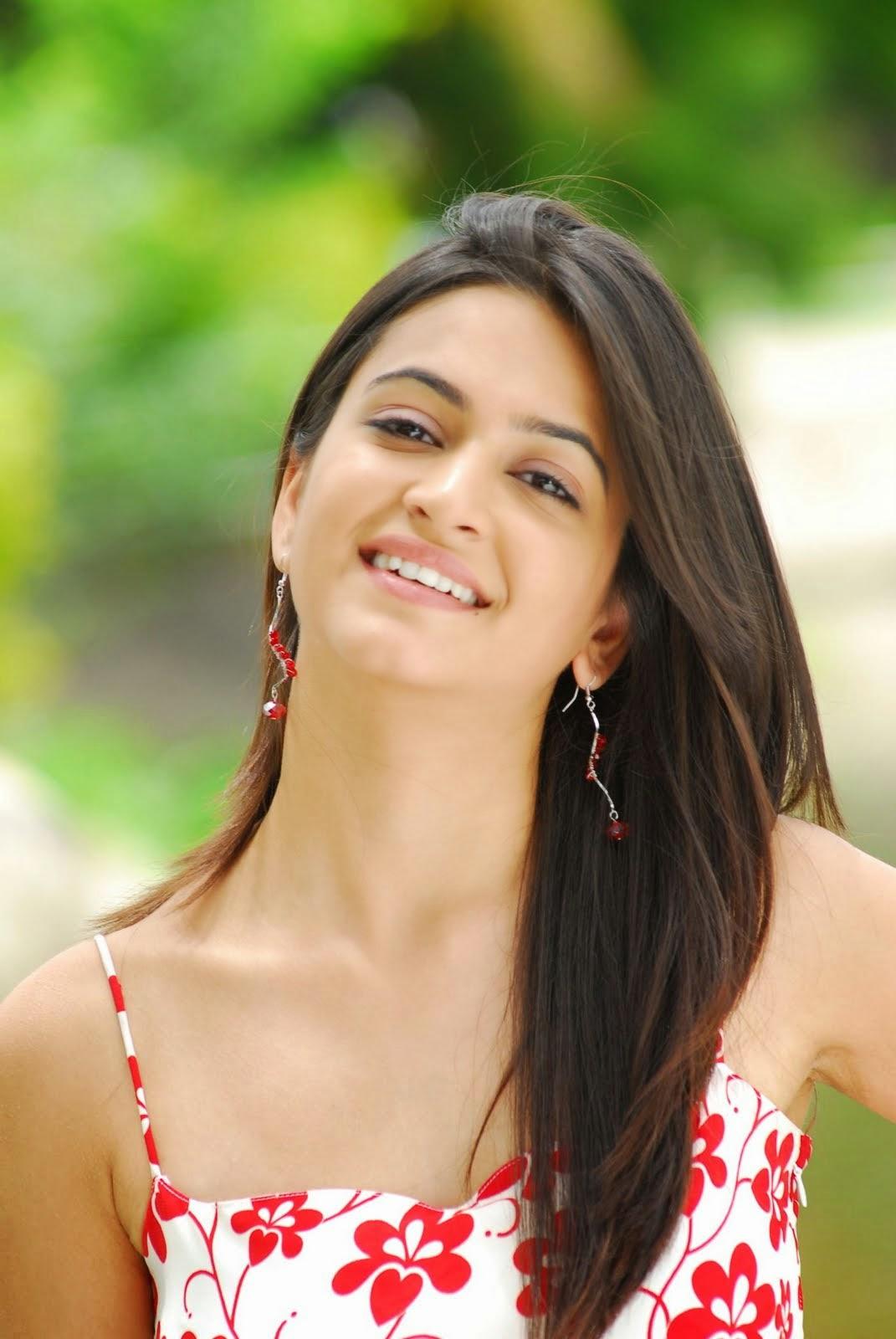 Film Actress Hd Wallpapers Kriti Kharbanda Cute Smile Stills Cap
