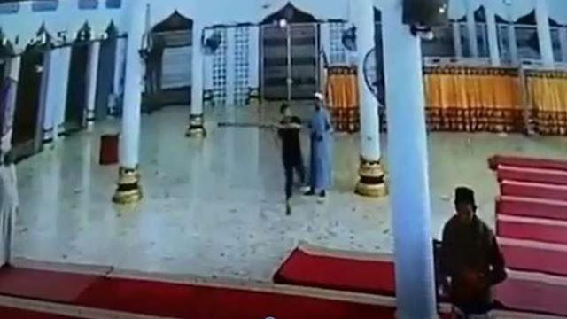 Viral Pemuda Ngamuk Hancurkan Fasilitas Masjid di Aceh, Disebut Gangguan Jiwa