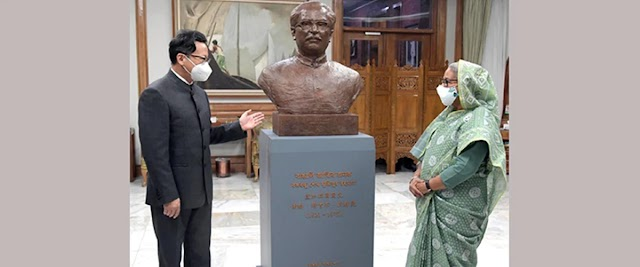 China presented a mural of Bangabandhu to the Prime Minister