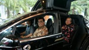 Siapkan Insentif, Menhub: Hadirnya Mobil Listrik Jadi Keniscayaan