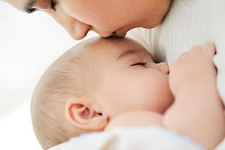 تفسير حلم إرضاع الطفل في المنام