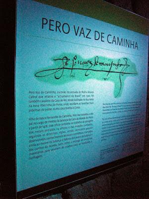 painel com a assinatura de Pero Vaz de Caminha