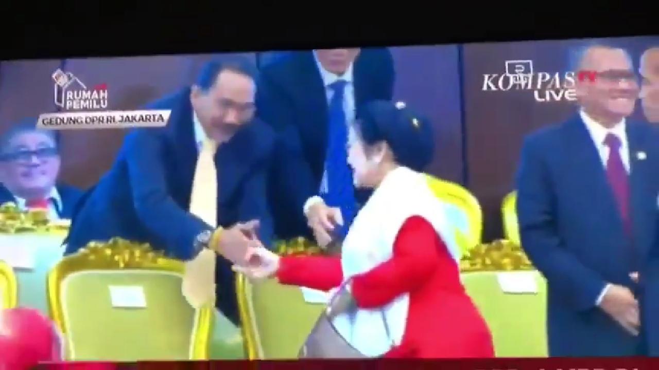Tidak Bersalaman, Megawati Bermusuhan dengan Surya Paloh?