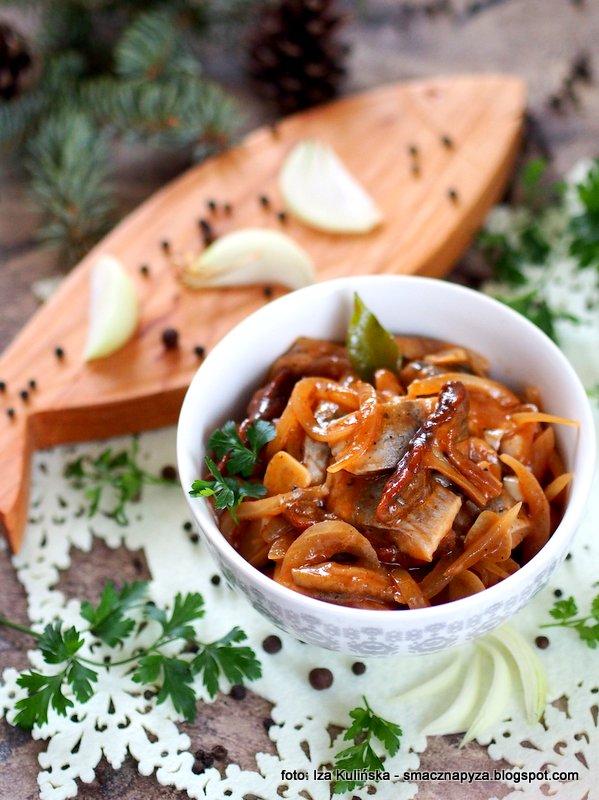 sledz z grzybami, sledzie i borowiki, sledzik, wigilia, dania wigilijne, potrawy swiateczne, sledz, przepis na sledzia, sledzik na raz