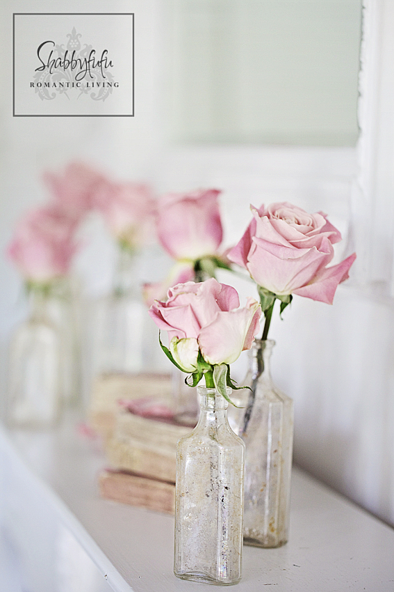 romantic room designs - blush pink roses in a crystal glass jar