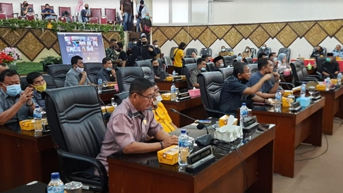 Rapat Paripurna DPRD Kota Padang, Wawako Hendri Septa Sampaikan 3 Ranperda Ini