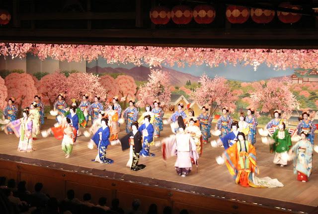 Miyako Odori (Traditional Spring Dance Festival), at Gion, Higashiyama, Kyoto