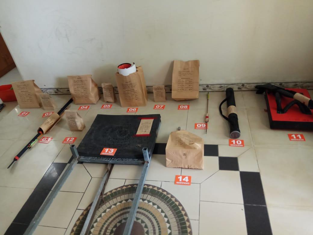 Terduga Teroris Di Tangkap Densus 88 Mabes Polri Di Pandeglang Banten >> https://www.onlinepantura.com/2020/05/terduga-teroris-di-tangkap-densus-88.html