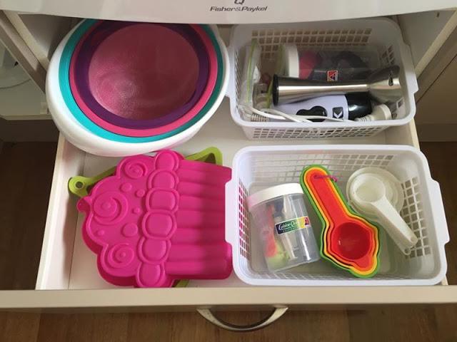 como guardar o ordenar repostería en tu cocina con el método konmari de Marie Kondo la magia del orden
