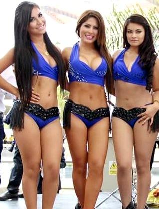 Foto de Pilar Gasca con 2 integrantes de Alma Bella
