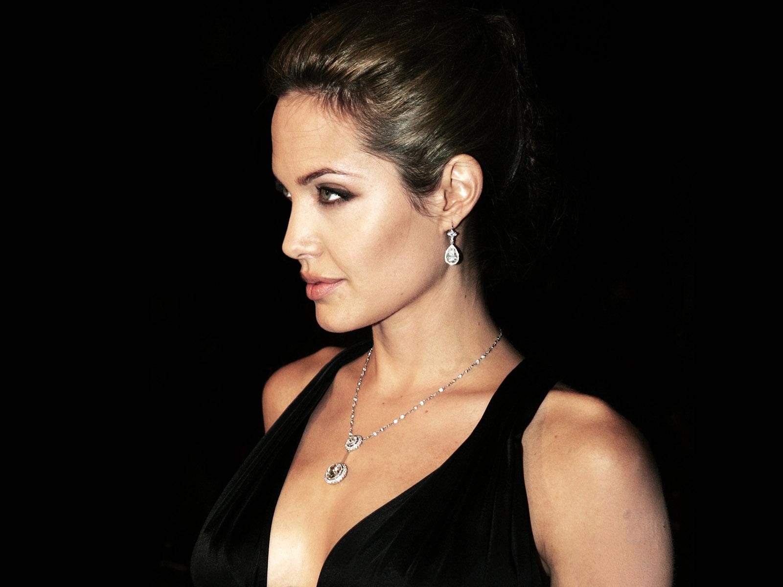 Kareena 3d Wallpaper Angelina Jolie Wallpapers 3d Wallpaper Nature
