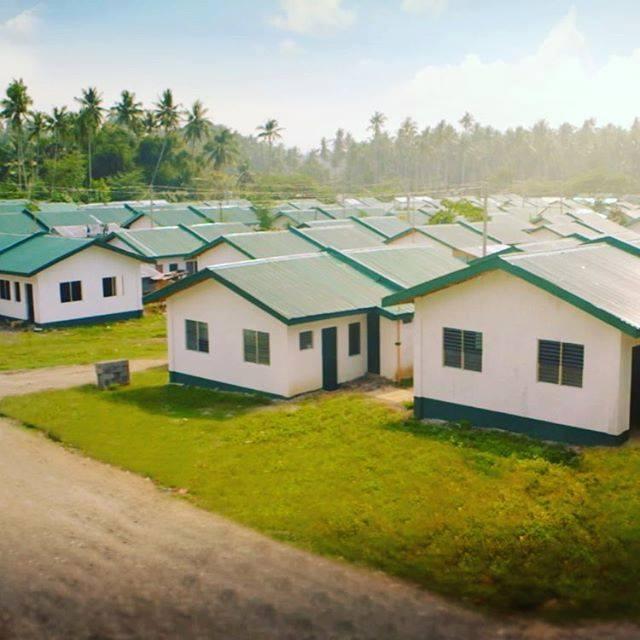 Manny Pacquiao construye cientos de casas para indigentes