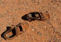 «Hanno venduto il giusto per denaro e il povero per un paio di sandali; essi che calpestano come la polvere della terra la testa dei poveri e fanno deviare il cammino dei miseri» (Amos 2,6-7)