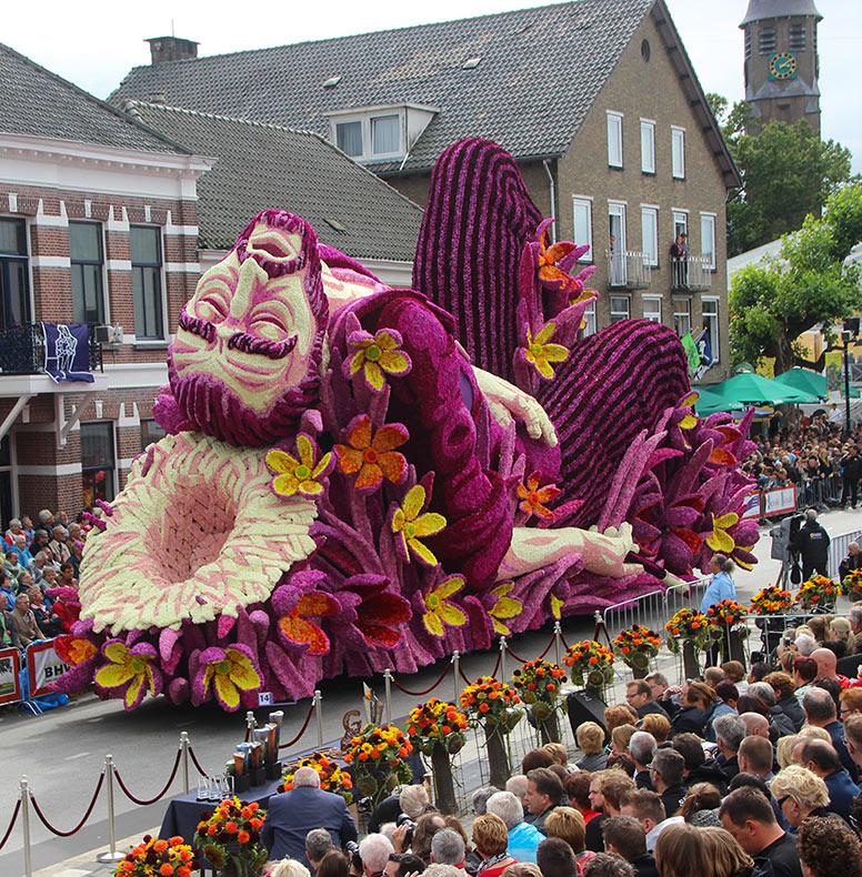 El desfile anual 'Corso Zundert' homenajea a Van Gogh con monumentales flotadores adornadas con flores