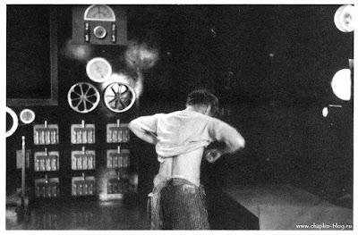 """Чарли Чаплин на съемках к/ф """"Новые времена"""" (16 октября 1934) - 1"""