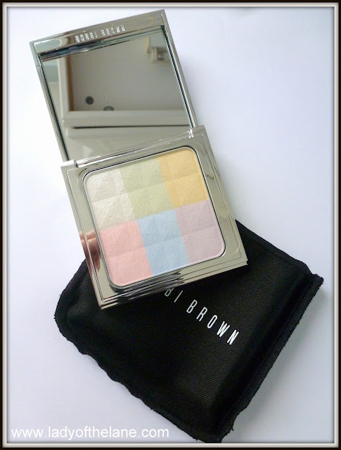 Bobbi Brown Brightening Finishing Powder in Porcelain Pearl