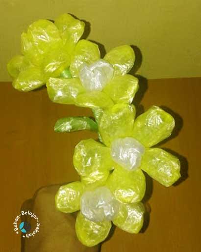cara membuat bunga dari tali plastik