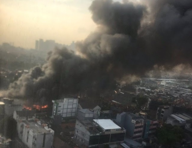 Rumah di Pasar Kambing Tanah Abang Terbakar, Asap Tebal Membubung Tinggi