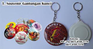 Souvenir Gantungan Kunci merupakan salah satu souvenir kelahiran anak yang unik dan bermanfaat