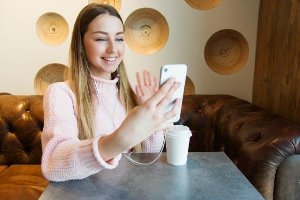 Cari Teman Baru dengan Aplikasi Video Call Random Luar Negeri