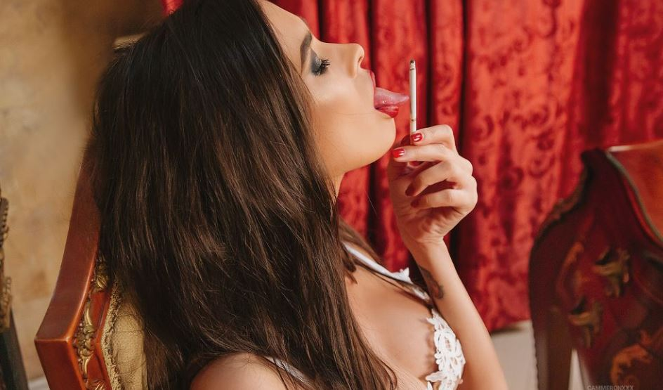 https://www.glamourcams.live/chat/CameronMoss