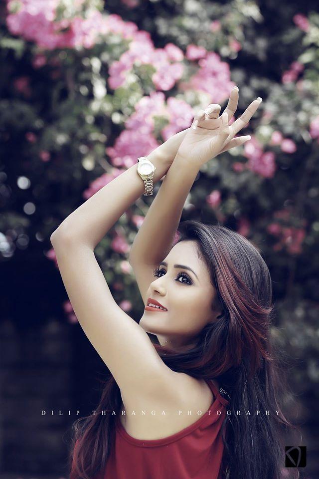 Dinakshi Priyasad facebook