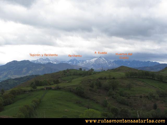 Ruta Ablaña Llosorio:  Vista del macizo de Ubiña desde el pico Roíles