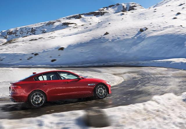 2017 Jaguar XE AWD red