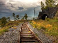 Cara mengatasi mesin mobil mati saat melintasi rel kereta api