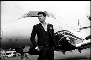 Christian Bautista goes First Class