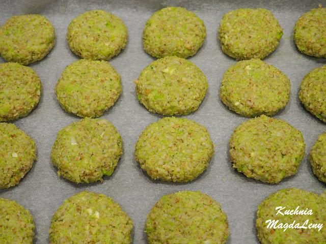Kotlety z kaszy jęczmiennej i brokułem