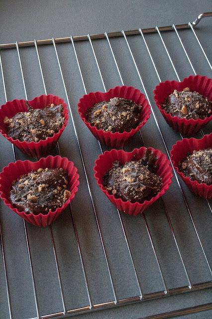 Muffin per San Valentino al cioccolato e amaretti step 4