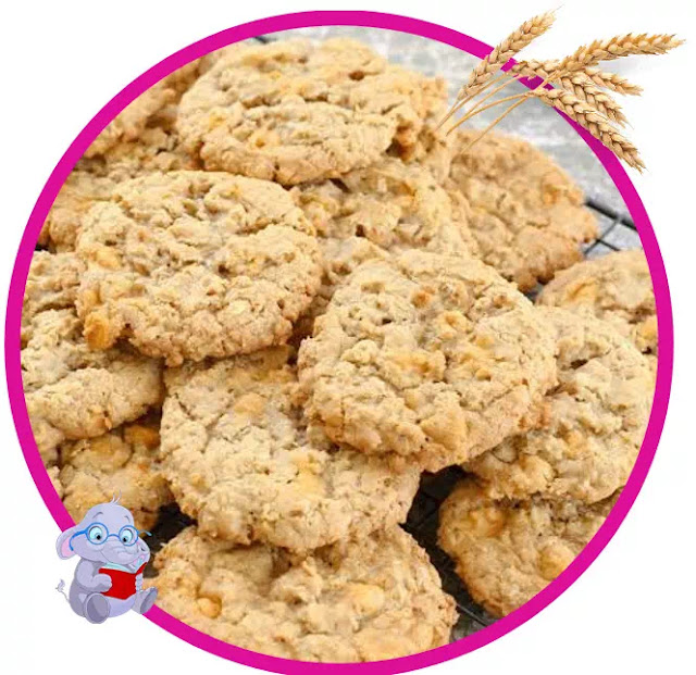 When it snows, oatmeal cookies are very delicious to be enjoyed with a cup of hot chocolate or coffee. Even oatmeal cookies are more delicious to eat when gathering with family near a warm fireplace in cold weather. In this post I will share the recipe for making oatmeal cookies. This is not just your Grandma's cookie, this is THE oatmeal cookie.